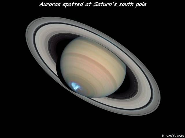auroras_spotted_at_saturn_south_pole.jpg