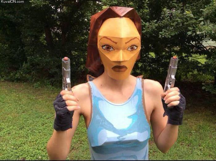 authentic_lara_croft_cosplay.jpg