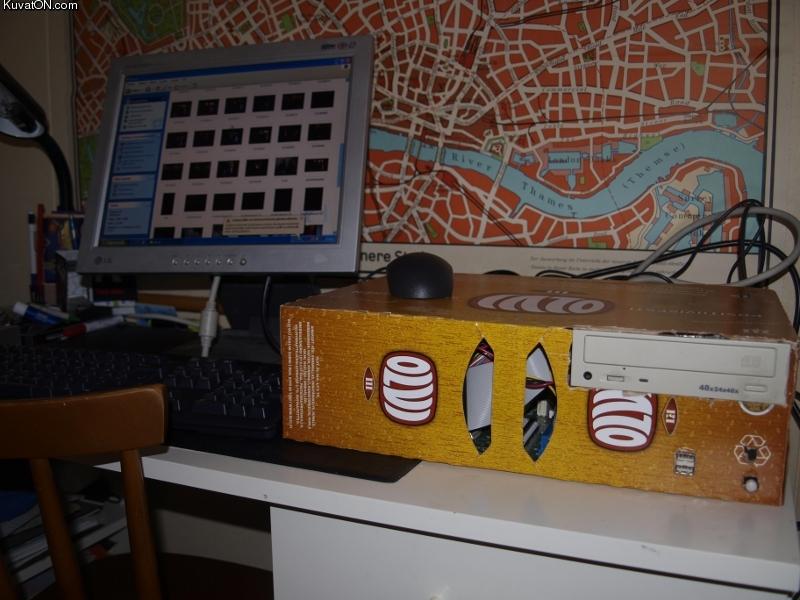 L'univers des Geeks Beer_box_computer_case