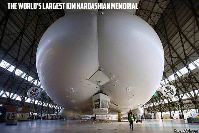kim_kardashian_memorial.jpg