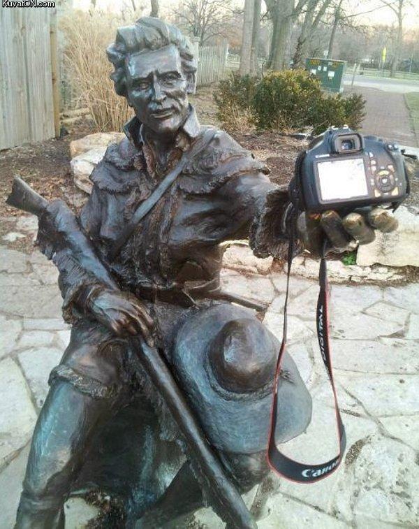 selfie_statue.jpg